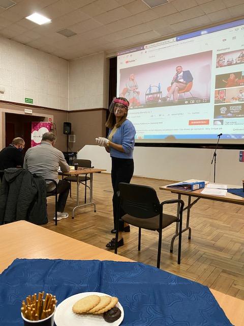 Katarzyna Balzam podczas zajęć w Klubie Seniora