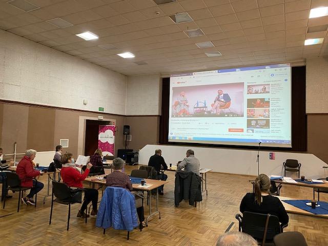 Spotkanie online z Katarzyną Bondą w którym uczestniczyli seniorzy