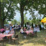 Seniorzy na pikniku